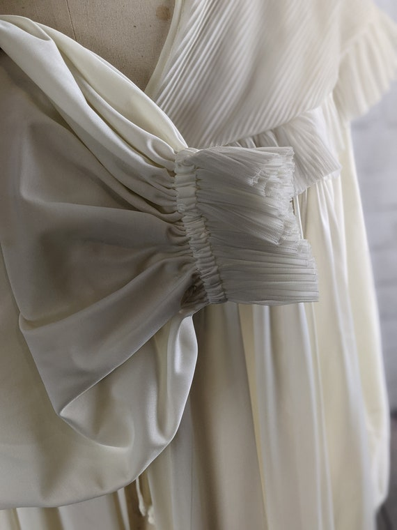 1940s Dramatic White Dressing Gown - image 6