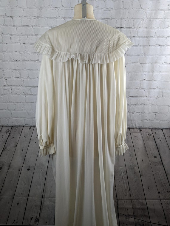 1940s Dramatic White Dressing Gown - image 5