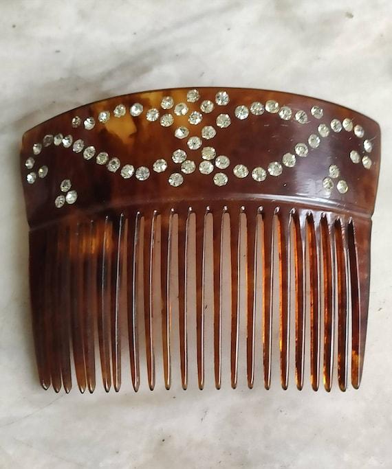 Decorative Victorian hair comb.