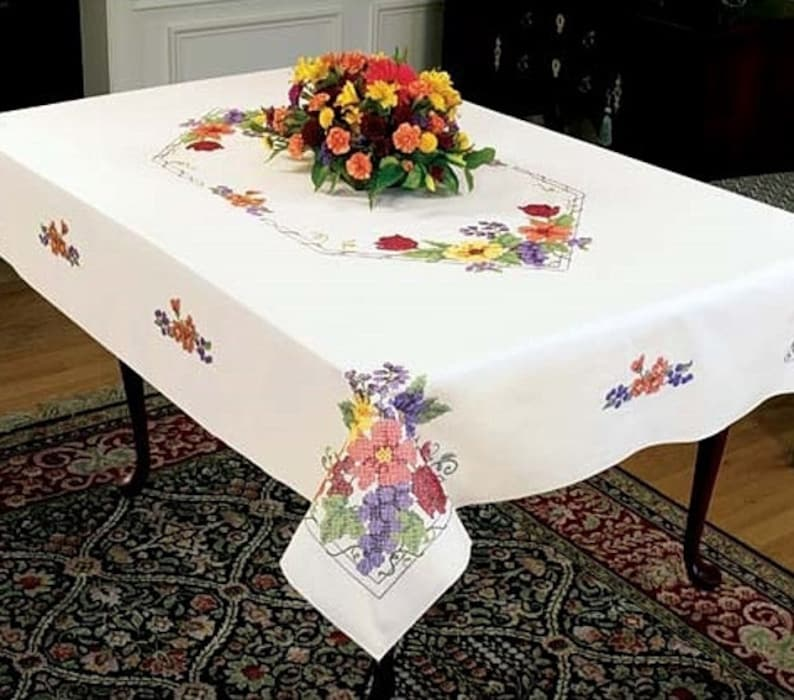 Flowers /& Berries 50 x 70 Tablecloth to Cross Stitch