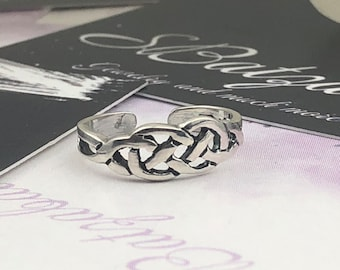 Toe Ring - Sterling Silver, adjustable toe ring with twisted design.