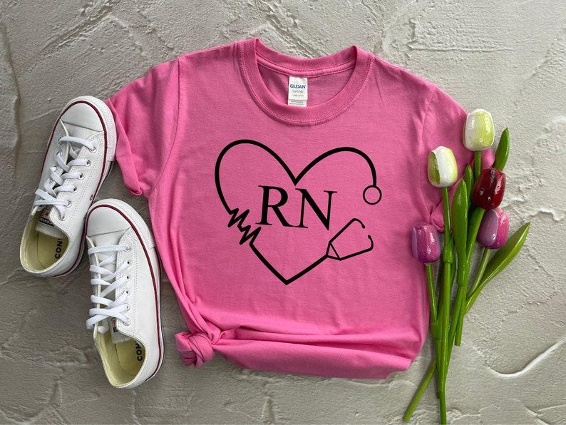 Gearhuman – RN Nurse Shirt Nurse Definition Shirt Nursing School Shirt  –  Tshirt