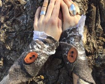 Handfelted WRISTWARMERS, felted Wool Gauntlets, Silk and Gotland Armwarmers, Wool Accessory, Faerie Cuff, Woodland Wristwarmers
