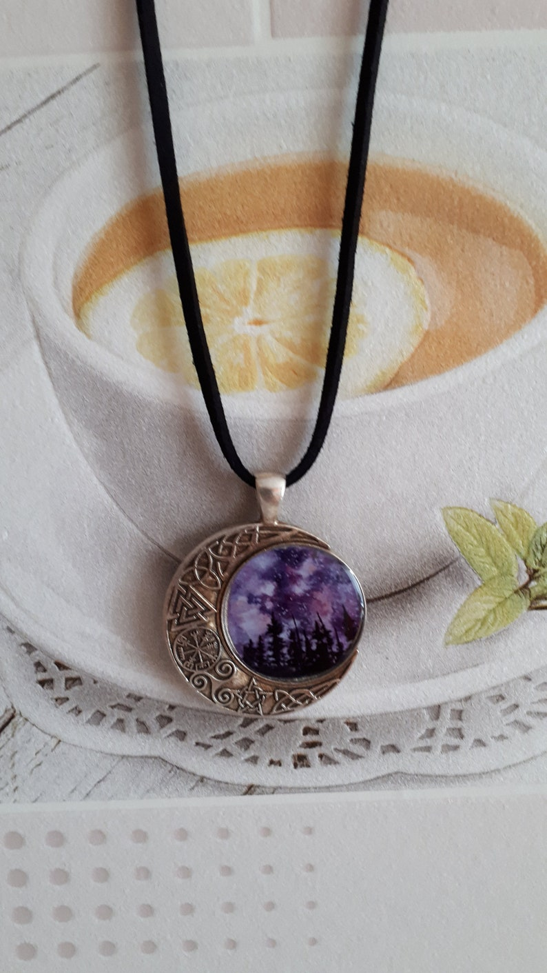 Pendant made of epoxy resin with the image