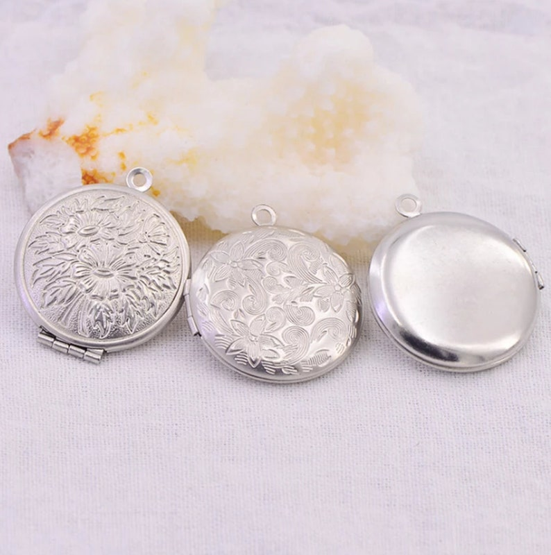 Fashion Jewelry Pendant. Stainless Steel Charm Locket Men Women Necklace Pendant 5pcslot Carved Designs Round Photo Frame pendant