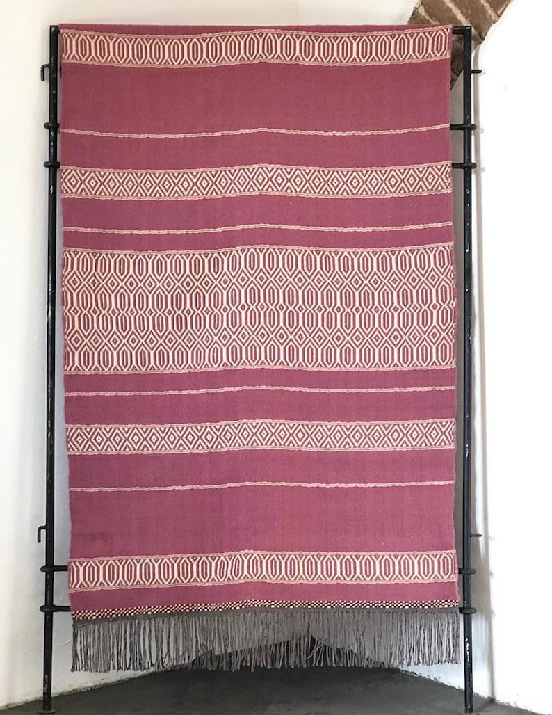 model 604 Pink area carpet or  bed blanket handmade woven 3.93x5.90ft in merino wool with amazinh traditional pattern ecletic style