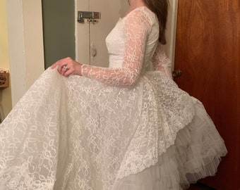 1950s Floral Lace Sequin Tulle Wedding Gown // Pristine Condition Vintage Wedding Dress   XS — Small