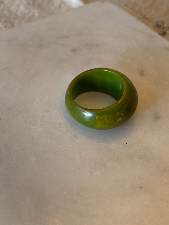 1940s Marbled Green Bakelite Ring