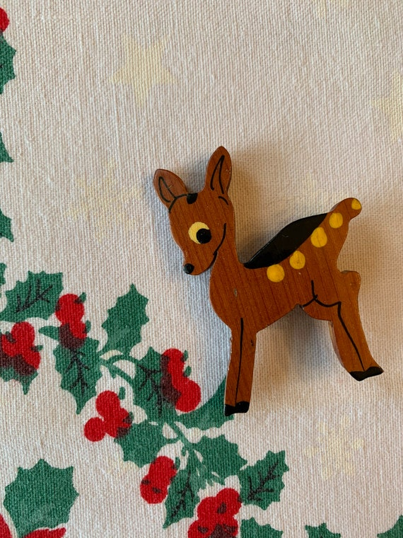 1940s Carved Wooden Deer Brooch / Hand Painted Faw