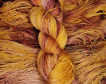 Chunky Hand Dyed Yarn Marma-Lady Bulky Merino Wool Burnt Orange Rust Red Tonal Semi Solid Colour