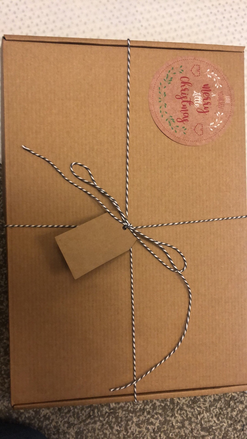 Gift boxed 100/% white cotton Embroidered Apron and matching T Towel