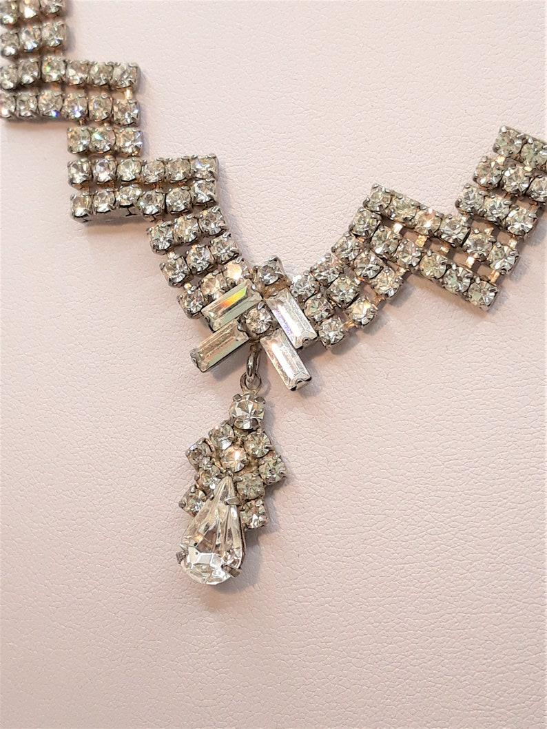 With Clear Prong-Set Rhinestones Glamorous Vintage Rhinestone Bib Necklace Silver-tone 16 Long Princess Prom Fold-Over Clasp