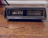 Vintage SEVILLE 3203 DCR FLIP radio 1980s