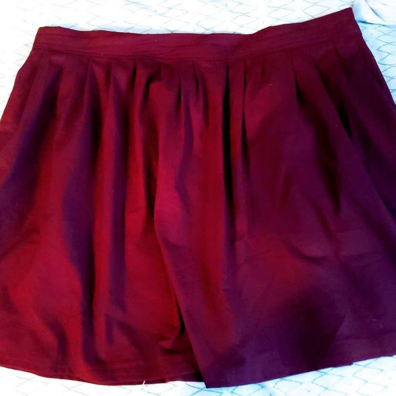Customizable Size and Length Pleated Skirt with Pockets for Women