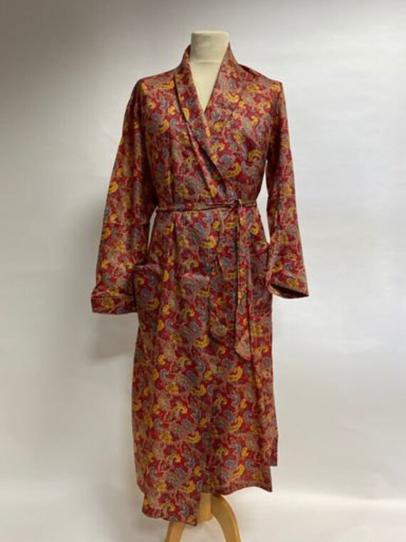 Vintage 1960s paisley men's smoking jacket robe