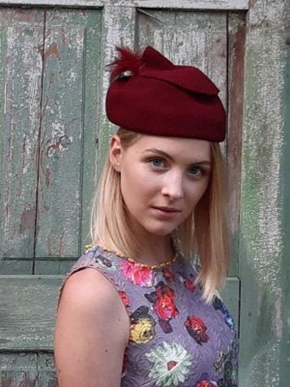 Original 40s felt hat with feathers red ladies hat