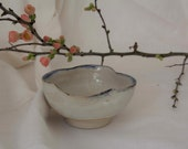 Flower-shaped shell with foot ring - bowls - tea bowl - blue and white