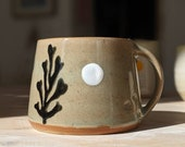 Handmade cup with seaweed / ocean decoration in pastel tones - hand-potted cup - coffee mug - teacup