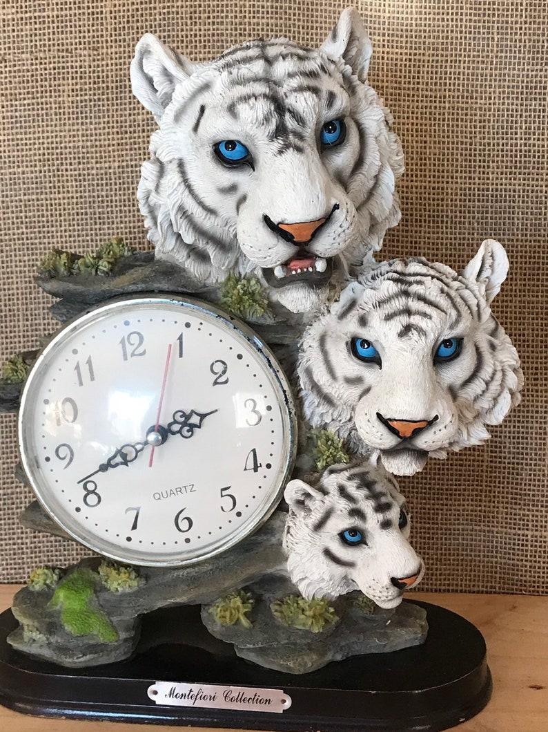 White Tiger Siberian Clock Sculpture Tabletop Decorative Resin Sculpted Figurine Scene Bengal Blue Eyed Jungle Luxury Quartz Collectible