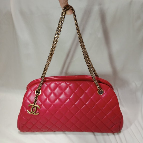 FOR COLLECTORS Authentic 95% NEW Chanel Red Handba