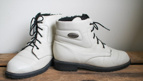 Vintage 80s/90s White Ankle Shoes//FLEECE LINING//