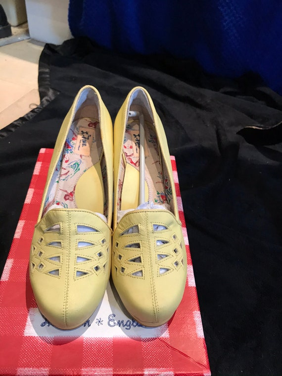Yellow miss l fire shoes 40s style
