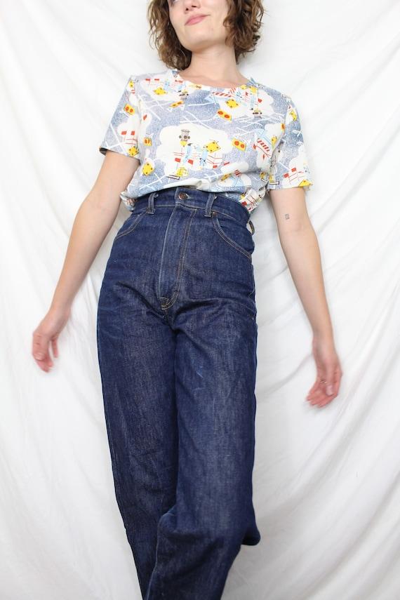 Vintage Novelty Print Tshirt - image 10