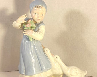 1960/'s Lovely Grandma/'s House Girl with Geese Retro Statue Vintage Home Decor Classic Porcelain Vintage Holland Mold Figurine