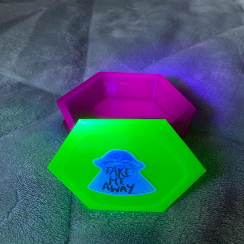 UV Reactive UFO Box