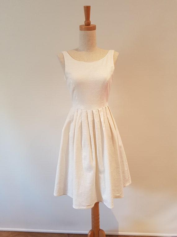 Lovely handmade Cream Linen Princess line sleevel… - image 1