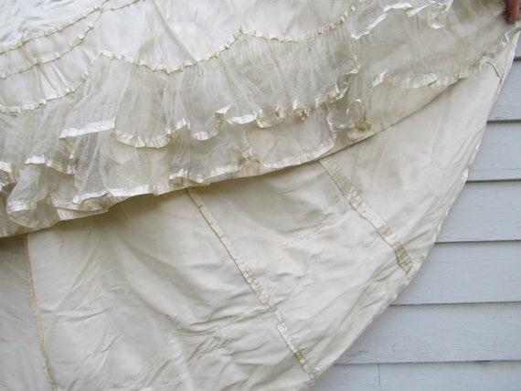 Antique Victorian 1890s wedding dress - image 5