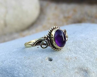 Vintage woman amethyst ring, small natural stone brass ring, semi-precious stone gold fine ring
