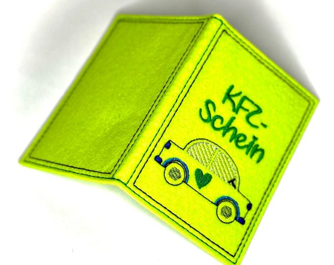 Lustige KFZ-Hülle aus Filz bestickt, Geschenk zum neuen Auto oder Führerschein