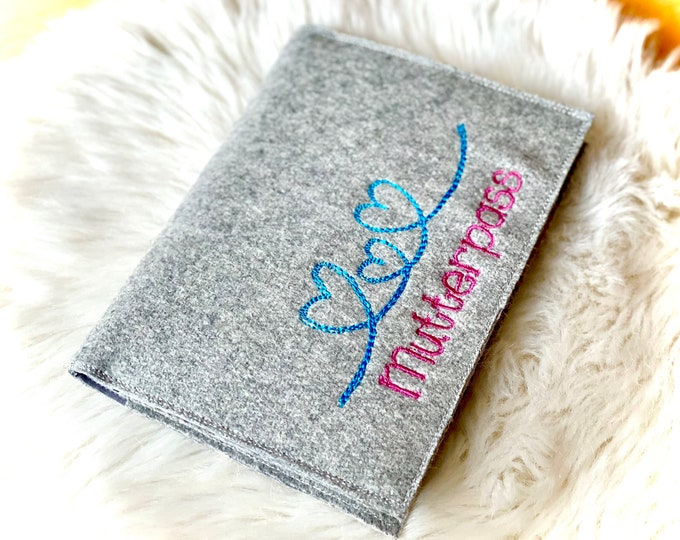 """Mother passport sleeve """"3 hearts"""", felt, embroidered with inner compartments"""