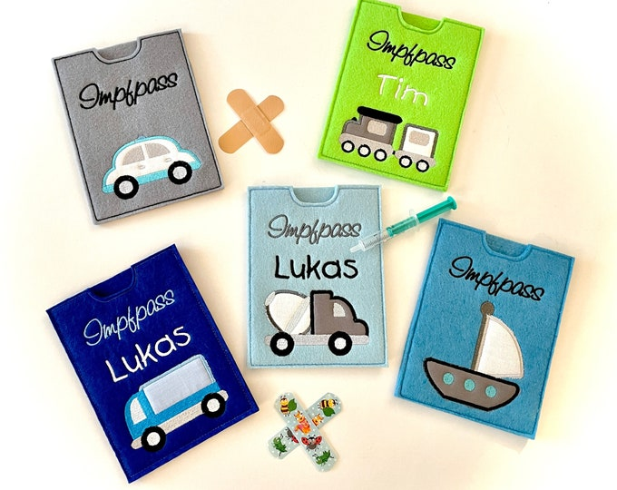 Vaccination passport cover for children, felt embroidered with vehicles, customizable with the name