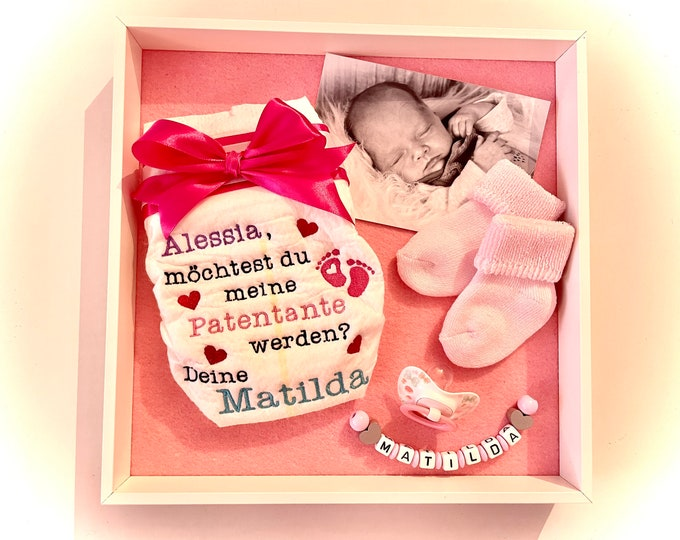 Embroidered diaper with the godfather question in the picture frame, incl. baby picture, pacifier, socks and name chain