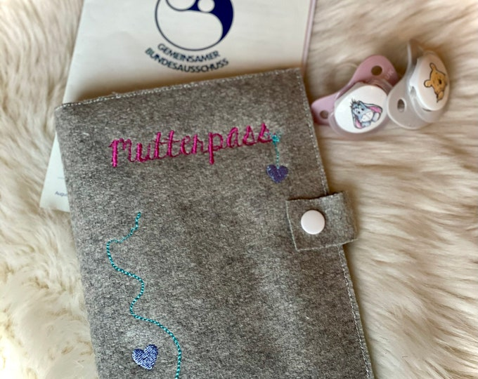 Mother passport sleeve, felt embroidered, with inner compartments and push button