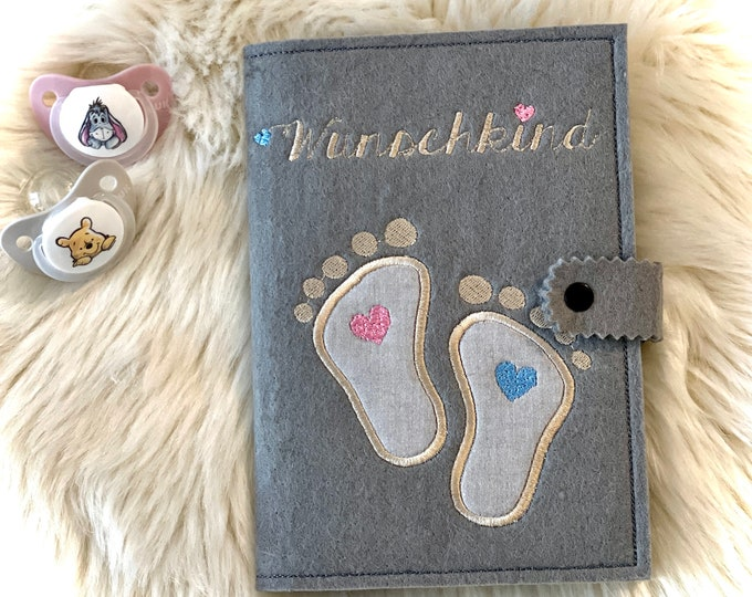"""Mother passport sleeve """"Wish child + 2 feet"""", felt embroidered, with inner compartments and push button, customizable"""