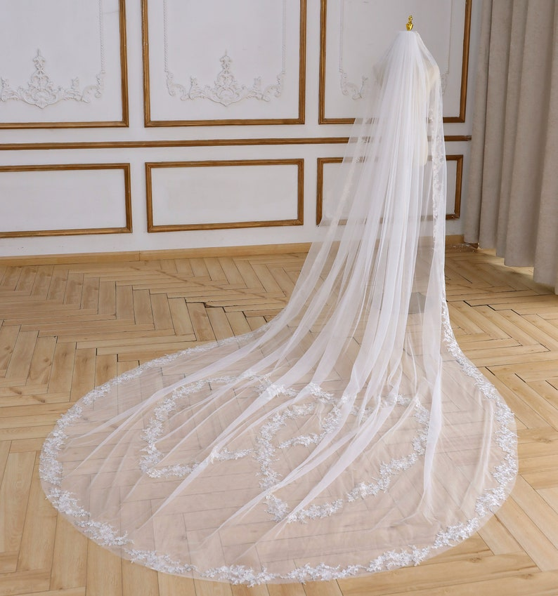 Love Heart Wedding Veil  Lace Edge Veil Floral Bridal Veil Cathedral Veil Hem Lace Veil Chapel Lace Veil Sweet Heart Veil All Length