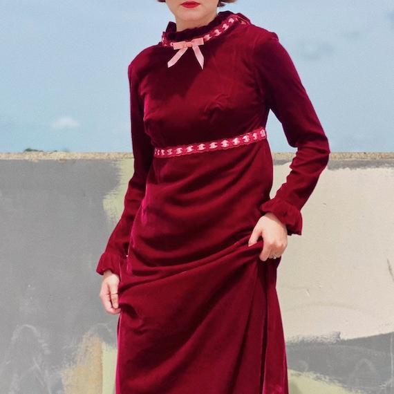 Vintage 30's Burgundy Velvet Prairie Dress. - image 3