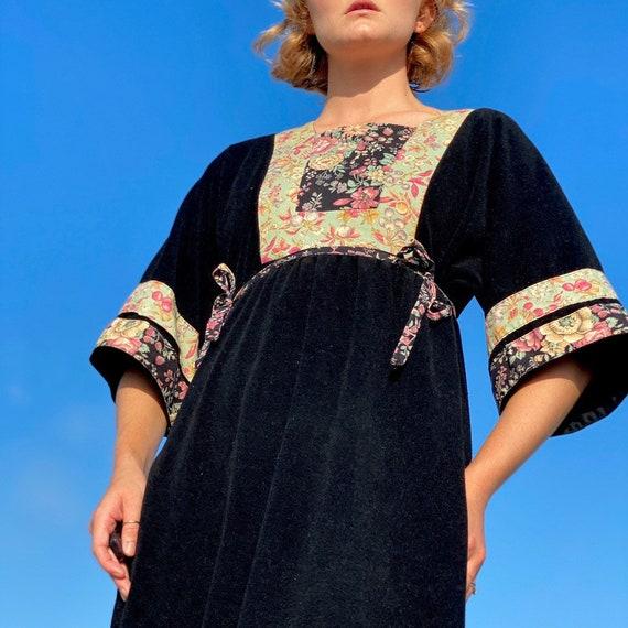 Vintage 60s black strawberry house dress. - image 2