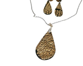 Green with golden polymer jewelry, Minimalist drops earrings, Oversized pendant, Suitable for gifts by PiArtesanales