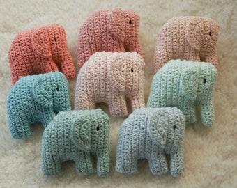 Elefant gehäkelt einzeln klein Amigurumi Stoff Tier Anhänger DIY Schnullerkette/ Rassel/ Mobile/ Dekoration/ Geschenk in Ihrer Wunschfarbe