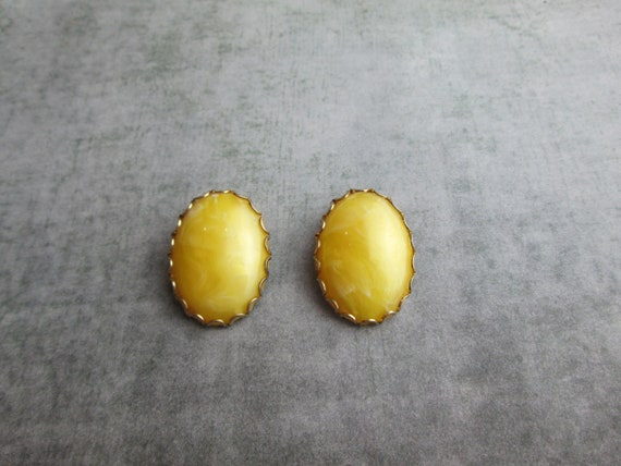 Vintage Buttery Yellow  Glass Cabochon Clip On Ear