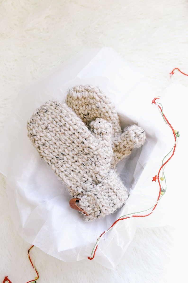Crochet Pattern / Easy Crochet Mittens / Chunky Mittens / Fast image 0
