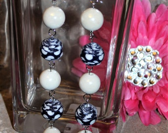 Green Black and White Beaded EarringsHandmadeHandmade jewelryJewelryGiftBirthday GiftHolidayHoliday Gift