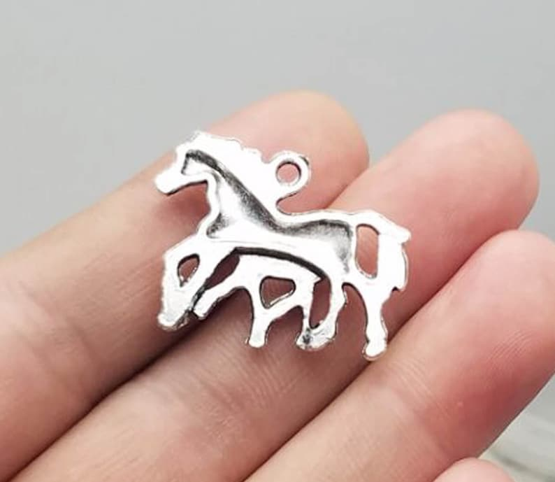 20pcslot Horse Charms Antique Silver Plated Pendants for Jewelry Making Bracelet Findings Accessories DIY 28x23mm