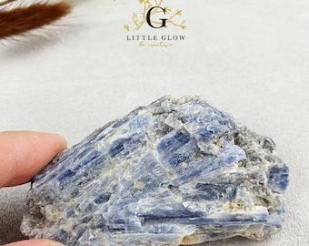 Disthen (Kyanite) from Brazil, width 8.7 cm