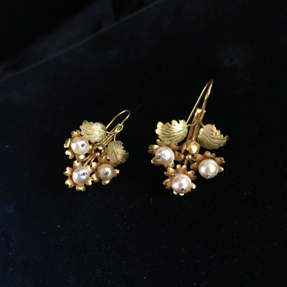Victorian gold & tiny pearl earrings//Victorian de