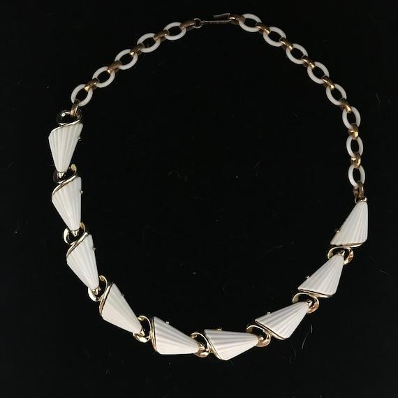 "Vintage gold & white plastic choker//c.1950//16""me"